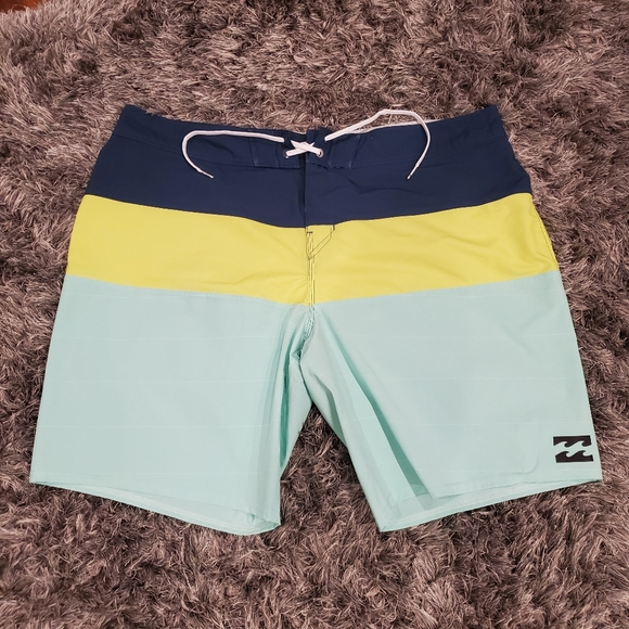 EUC Men's Billabong Boardshorts size 40